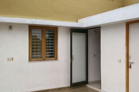 Peaceful spacious attached terrace. - Ahmedabad - Appartement