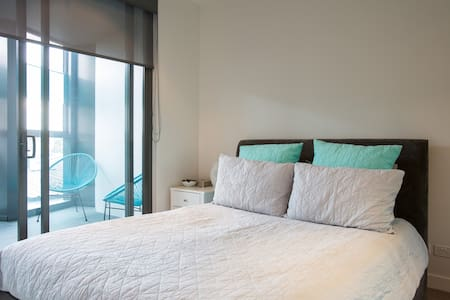 Brand new in the heart of Richmond! - Richmond - Apartment