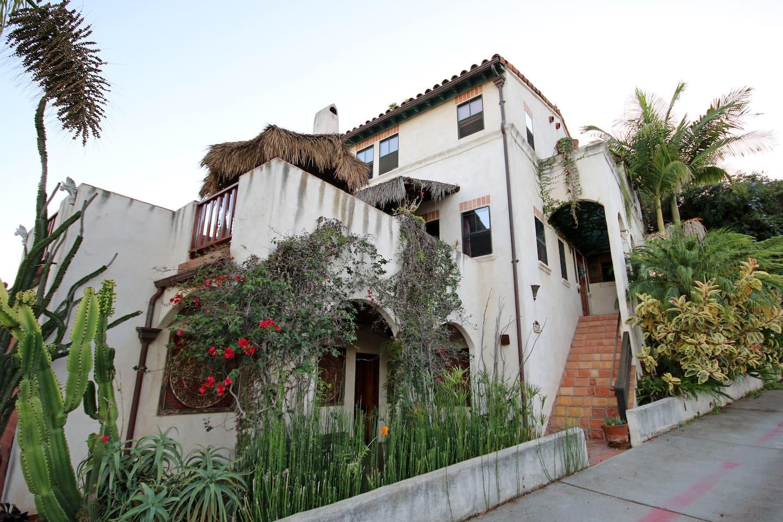 Casa de Las Gatos.