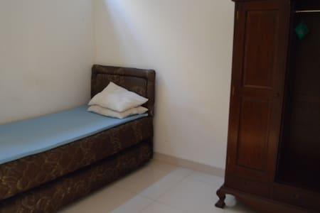 Cheap Room for Rent in Lippo KRW - Tangerang - House