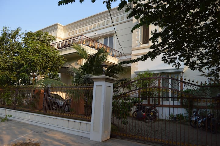 Cheap Room for Rent in Lippo KRW - Tangerang - Huis