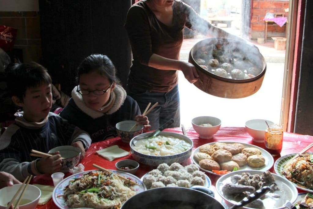 在古厝裏吃道地的金門菜