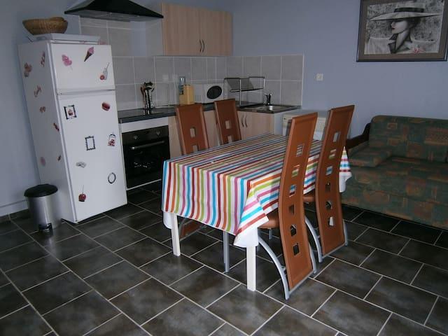 petite maison au calme tout confort - Sainte-Anastasie-sur-Issole - House