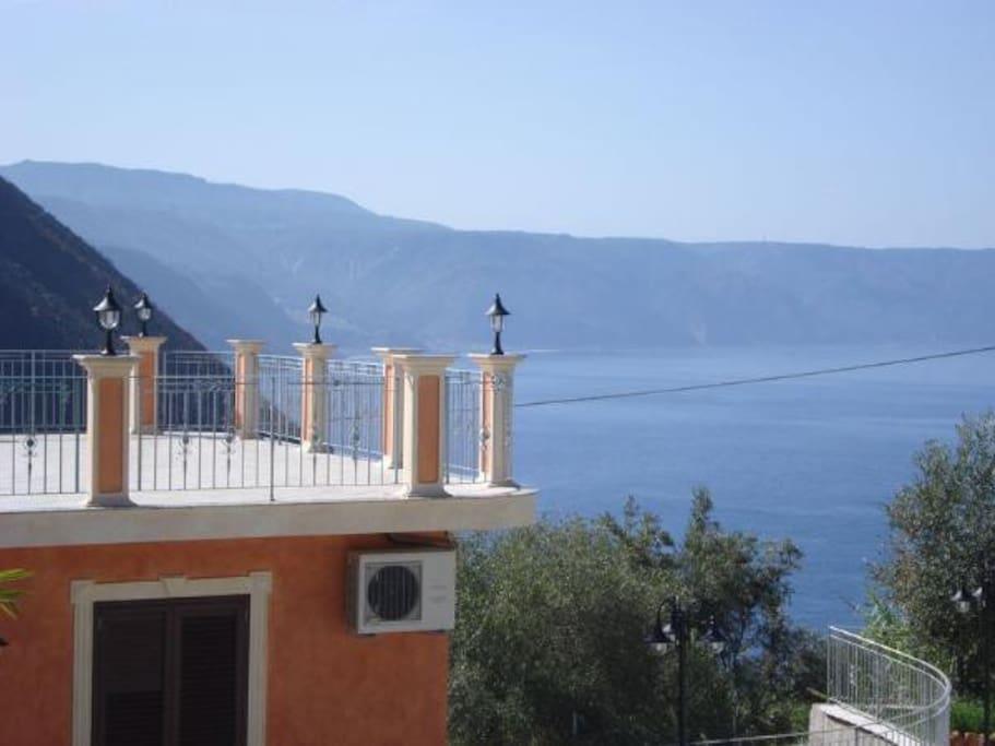 Veranda con vista della Sicilia