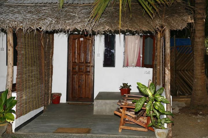 Couple Room with Private Bathroom - Kalpitiya - Capanna