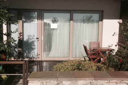 Уютная квартира с собственным садом - Obzor - Daire