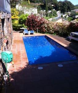 SDtudio in garden with swimmingpool - Vallromanes - Huoneisto