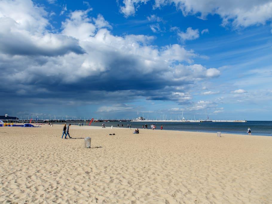 Beach - only 100m!