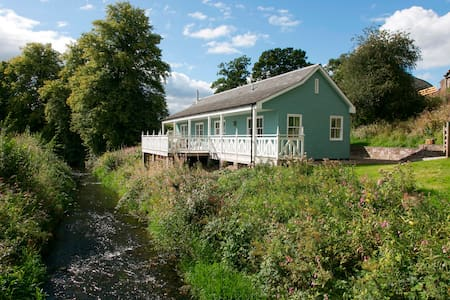 Charming Riverside Cottage - Crieff - Rumah