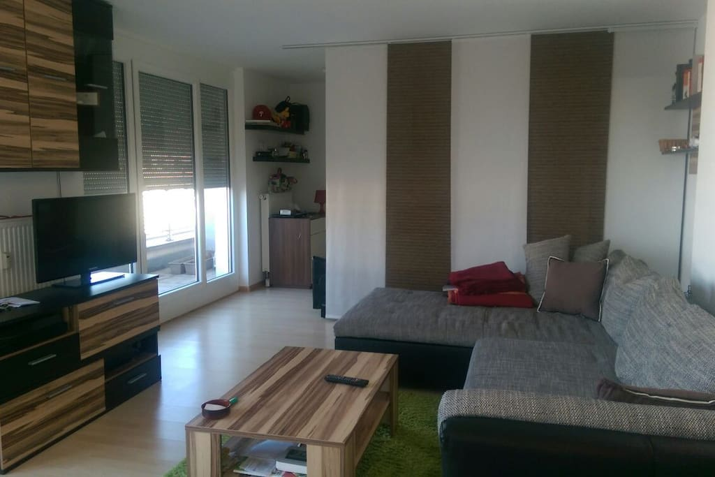 1 raum wohnung hell und ruhig wohnungen zur miete in. Black Bedroom Furniture Sets. Home Design Ideas