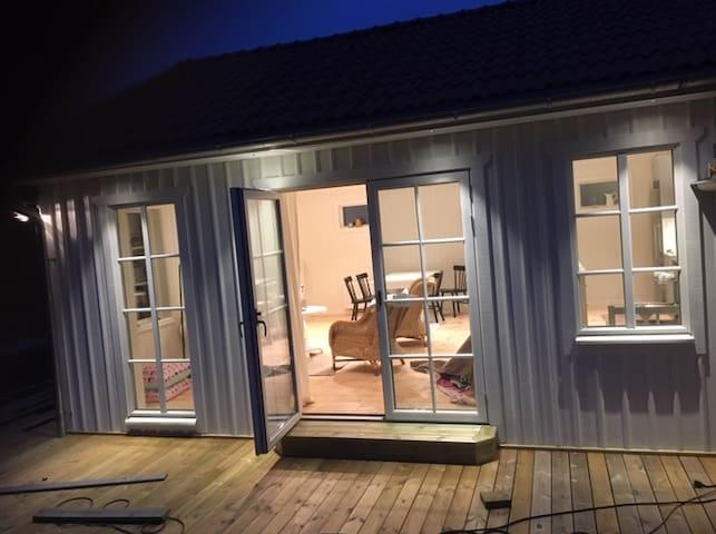 Nybyggt hus på Västra Orust, veckovis lö-lö