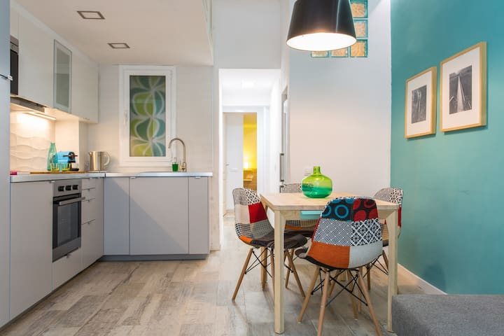 ROOMY FLAT OLD TOWN 5PAX 2BDR WIFI - Barcelona - Daire