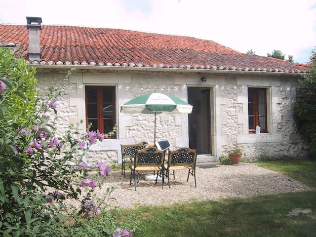 Jardin Cottage at Chez Maurit - Montmoreau - Hus