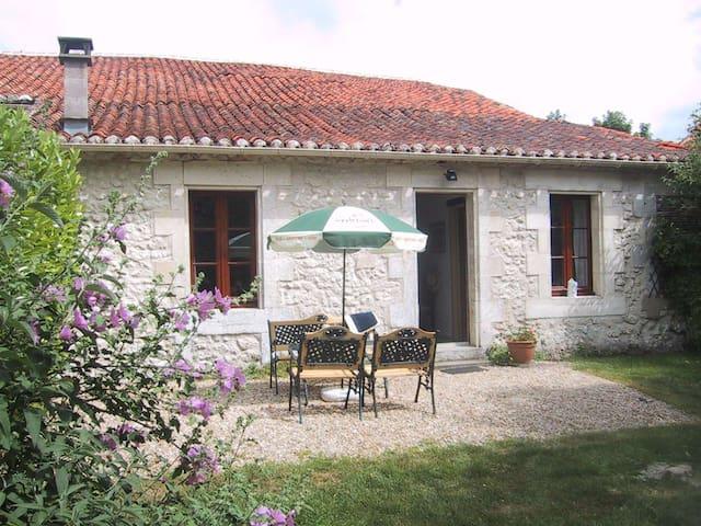 Jardin Cottage at Chez Maurit - Montmoreau