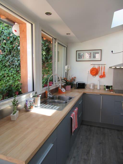 Charmante maison avec jardin townhouses for rent in for Sofa lit laval