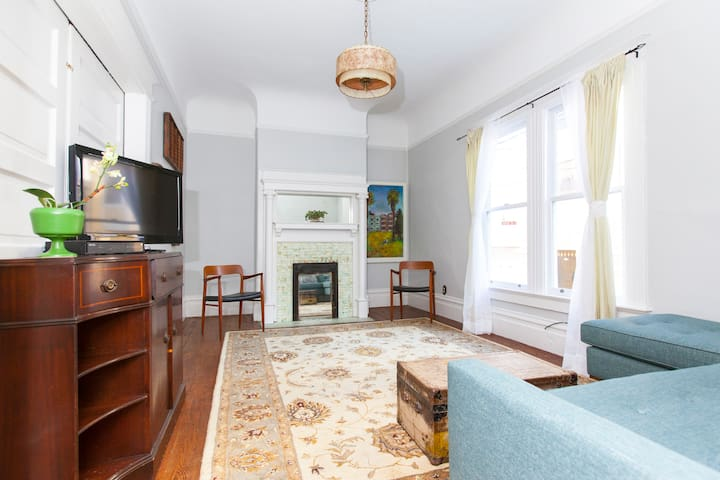 MIssion Charmer in Foodie Paradise - 3bd/1ba