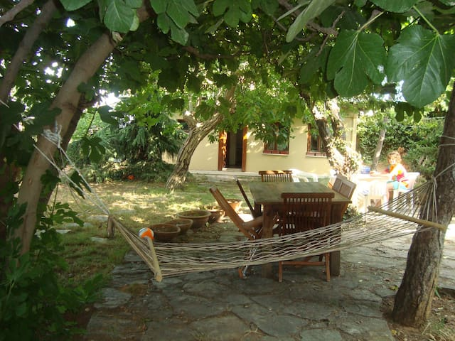 Lovely Gardened House for Rent - Istambul - Casa