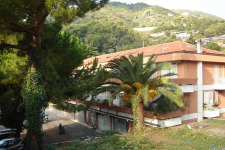 Vista Mare luminoso alloggio con terrazzo - Latte - Lägenhet