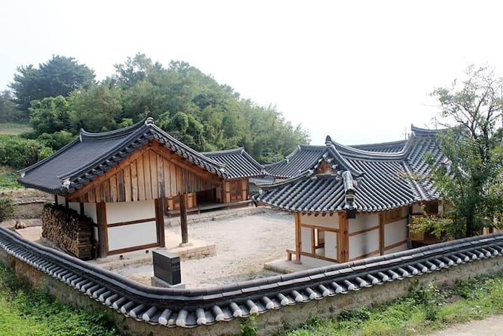 도봉서당(桃峯書堂),경주 문화재 497호 전통 고택 숙박 체험 - Seoak-dong, Gyeongju - House