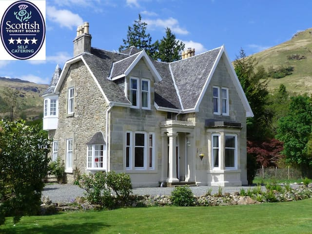 4* Lochside House stunning location - Carrick Castle