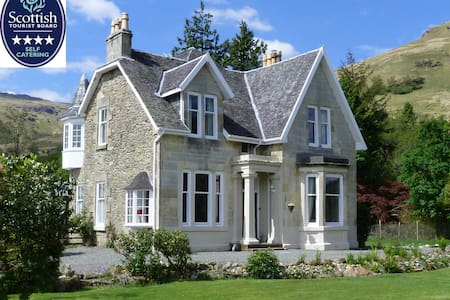 4* Lochside House stunning location - Carrick Castle - House