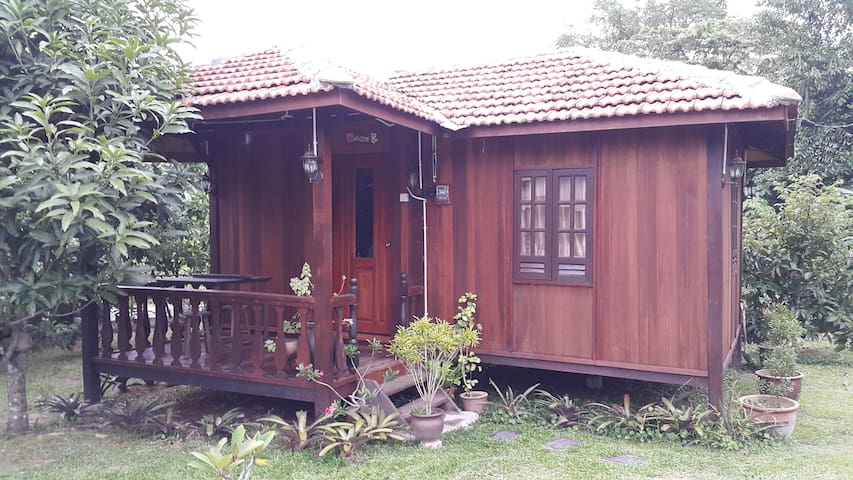Chalet near KLIA 1 & KLIA 2 and F1 Circuit - Sepang - Alpstuga