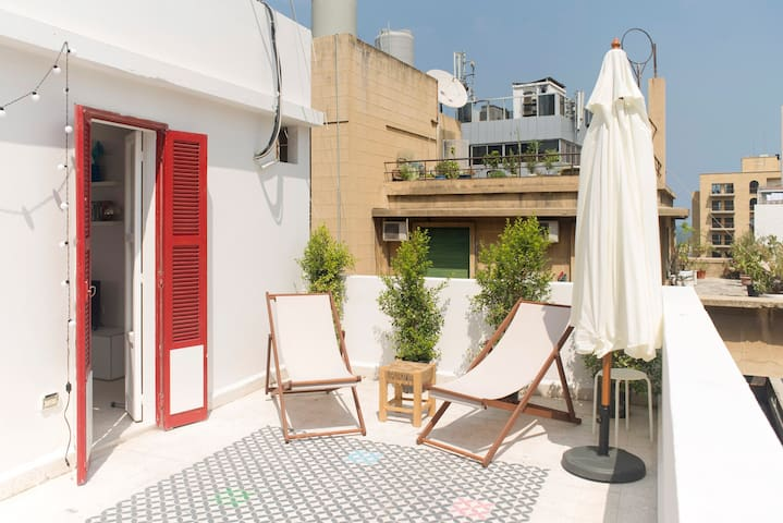 Gemmayze Bright Rooftop and Dreamy Terrace