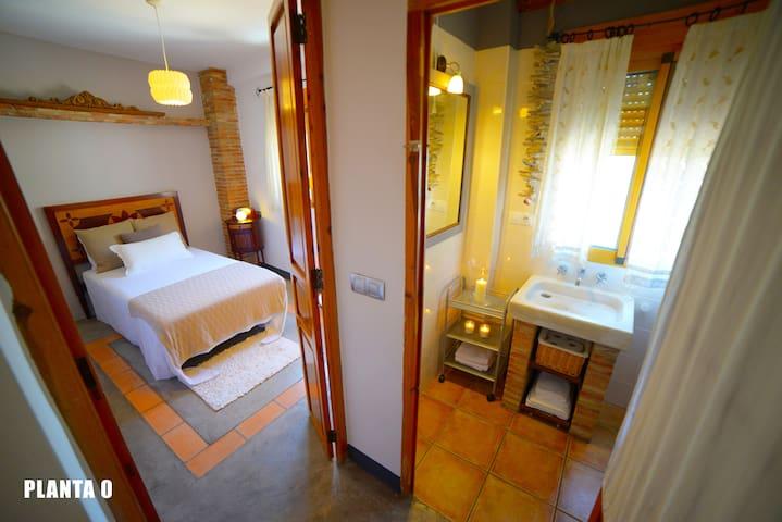 Habitación contigua al baño planta 0