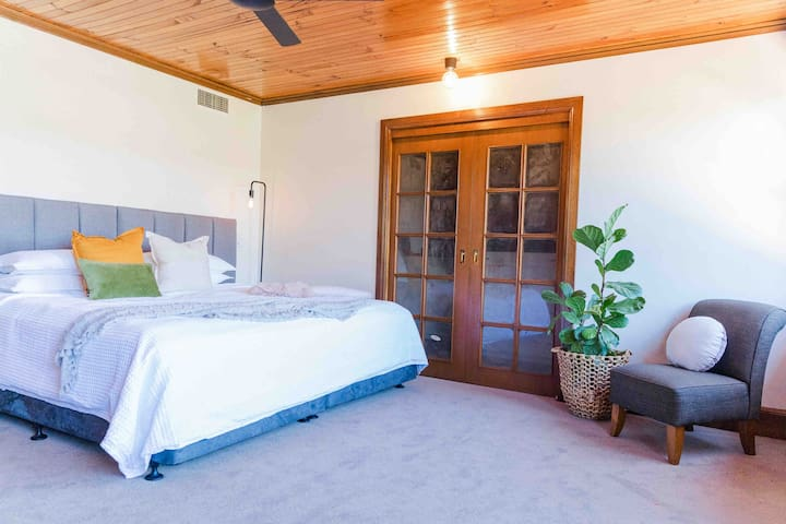 This bedroom loft is located upstairs with a large office space and walk in wardrobe. Windows and door extends onto a small balcony with beautiful mountain views.  The bedding is an extra large king or separated to make 2 King single beds.