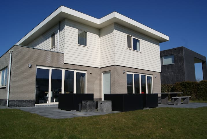 Holiday villa at the waterside - Zeewolde - House