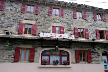 L'Atelier S La grande chambre - Bagnols-les-Bains - 宾馆