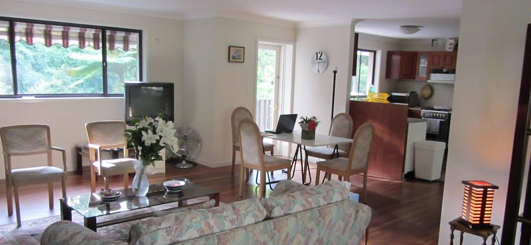 SPACIOUS bedroom in a 2bedroom flat - Wahroonga - Apartamento