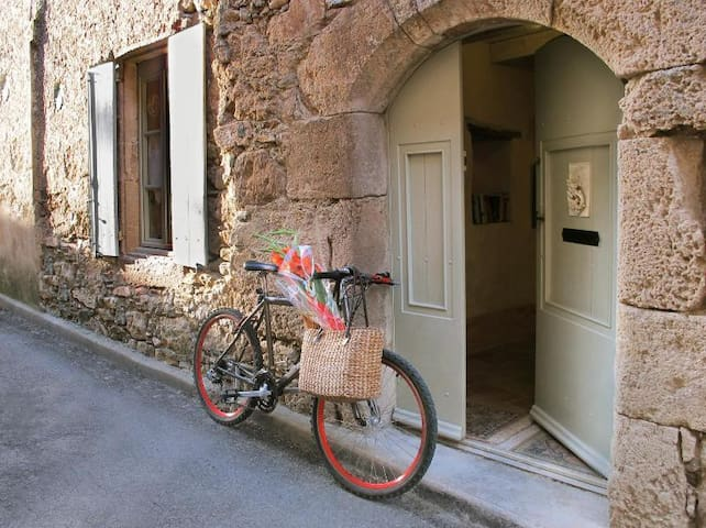L'Ecritoire   Romantic Medieval French house - Caunes-Minervois - บ้าน