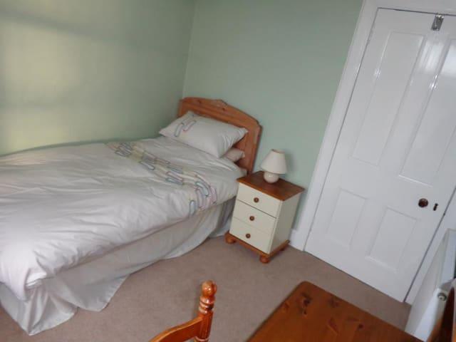Cosy single room in Kingussie - Kingussie - Дом