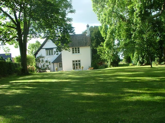 The Old Vicarage, Muxton, TF28NN - Telford and Wrekin - Casa