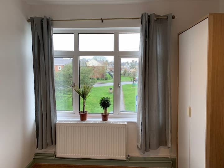 3. Airy Double Bedroom in Oxford- 10 min to Centre