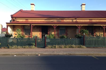 Adelaide Seaside Cottage - Seacliff