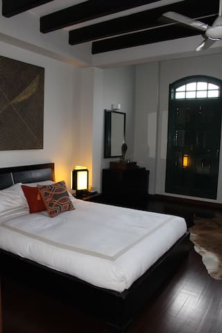 Delightful room in colonial house - Singapore