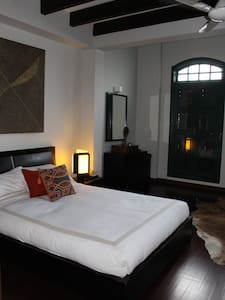 Delightful room in colonial house - สิงคโปร์
