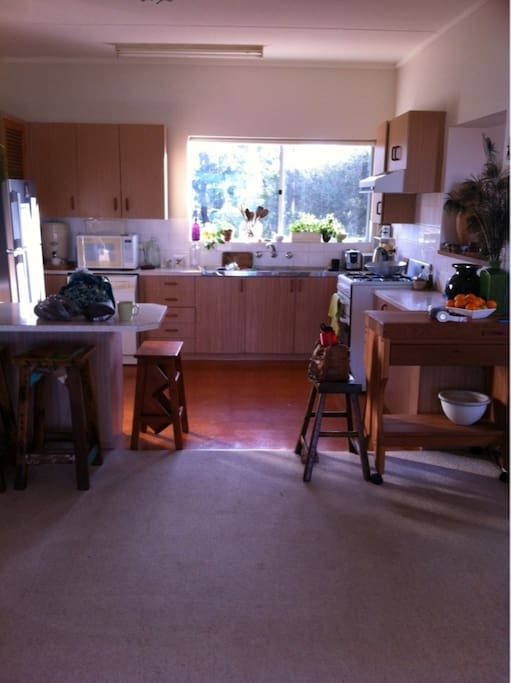 Bright, sunny kitchen! (again some decorations missing)