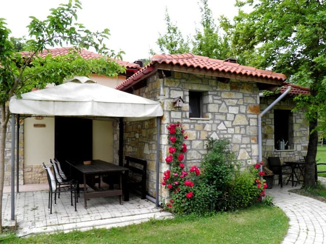 Ninemia bungalow hotel & farm - Karpenissi - Bungalow