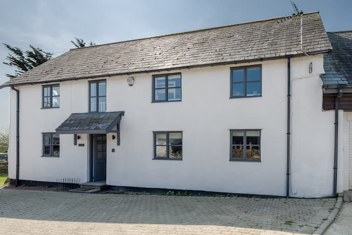 *5-bed barn incl separate annexe close to beach*