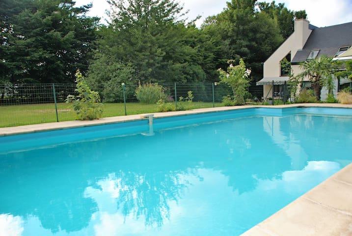 Maison avec piscine à Dinan.