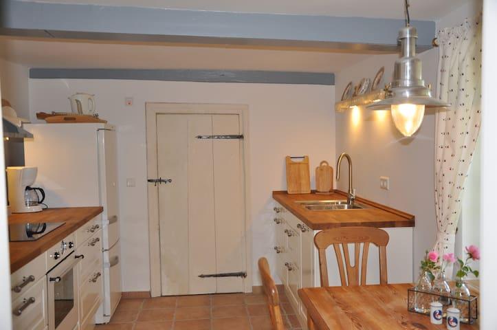 Küche mit Sitzecke Reetdachkate