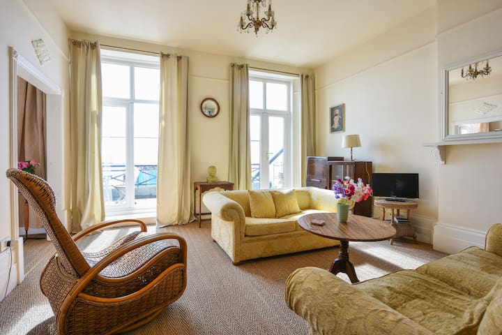 Cosy flat & sea views with balcony - St. Leonards - Apartament