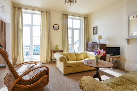 Cosy flat & sea views with balcony - Apartamento