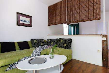 Great Family Apartment & Terrace - Marina (kraj Trogira)