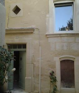 Avignon (18km) Chambre privée - House