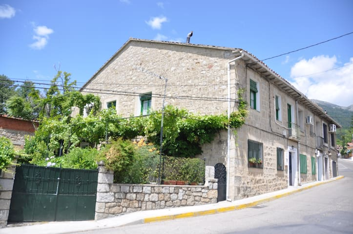 Casa de pueblo en la garganta - Piedralaves - Apartemen