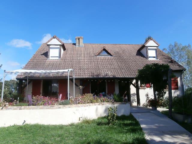 Chambre chez l'habitant - Toury-Lurcy - House